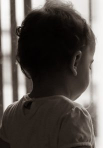 baby-at-the-window-5289513_1920